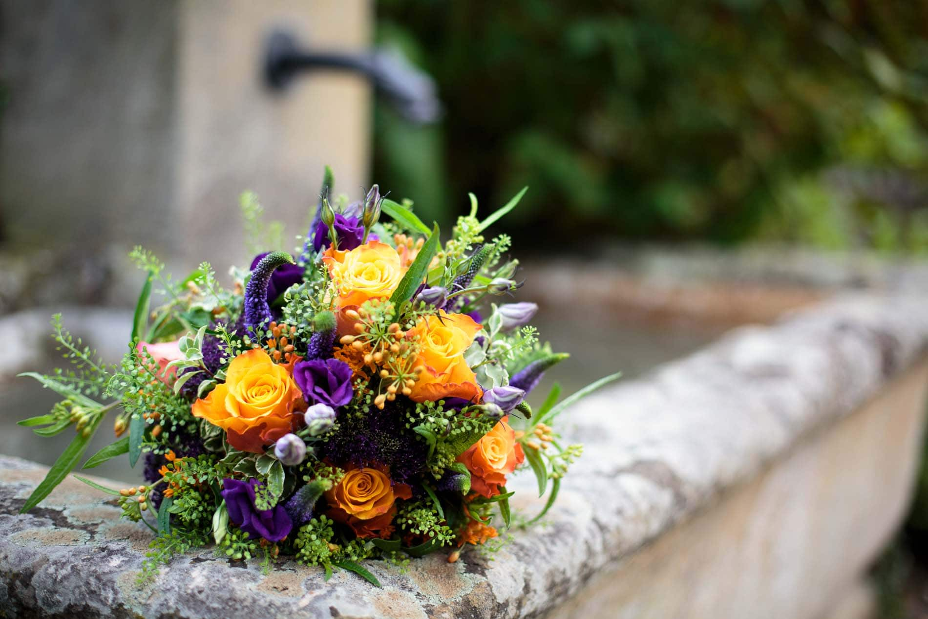 Bunter Brautstrauß bei einer Hochzeit auf Burg Pyrmont