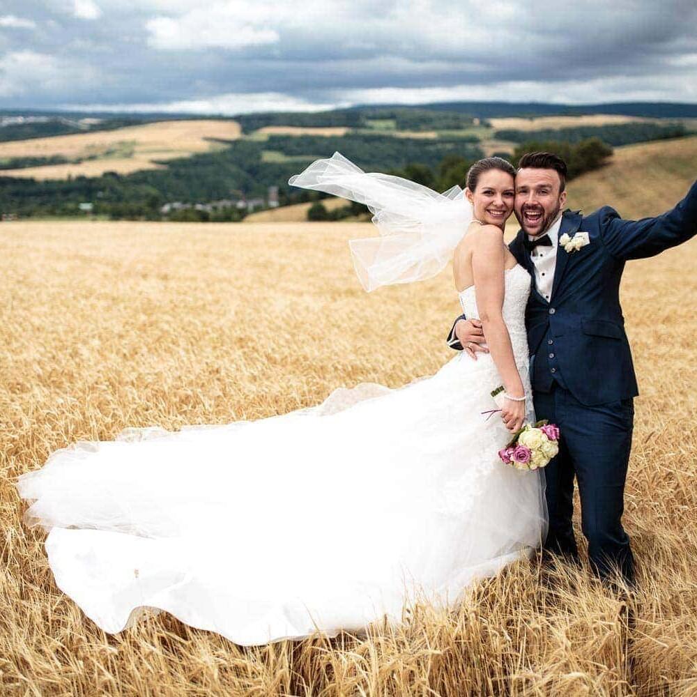 Hochzeitsfotos im Kornfeld auf dem Korlinger Berg bei Trier