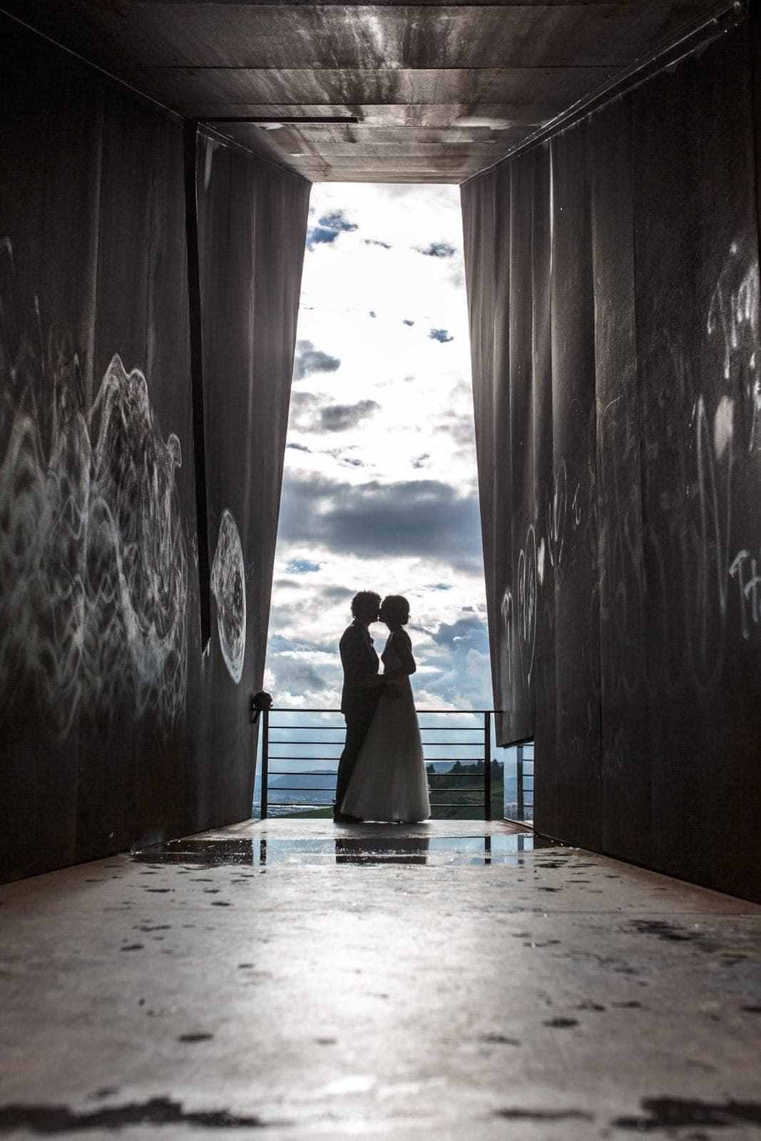 Sinnliche Brautfotos auf Turm Luxemburg am Petrisberg vom Hochzeitsfotograf Trier David Kliewer