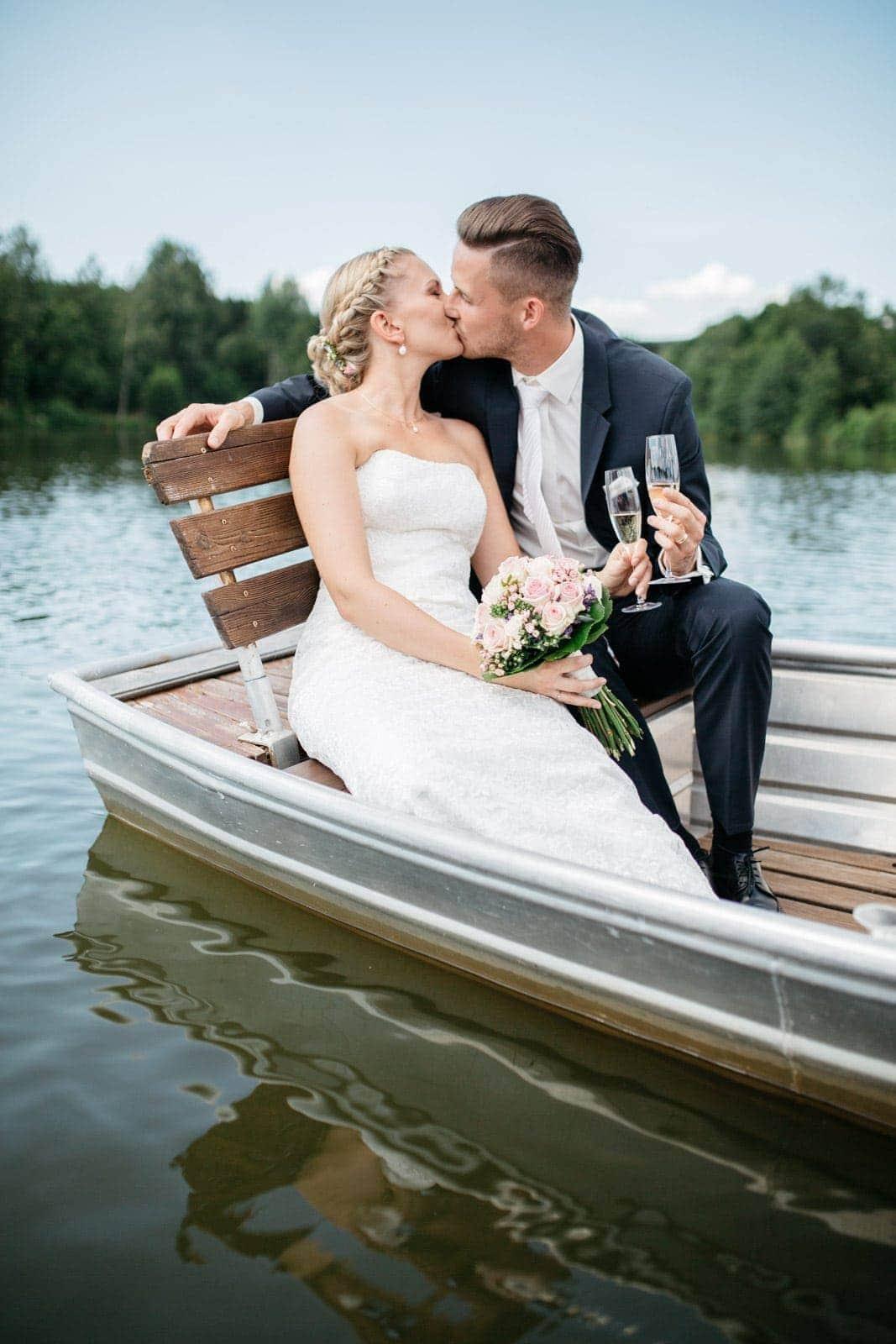 Hochzeitsfotos zu Wasser in Kell am See fotografiert von Kliewer Fotografie Trier