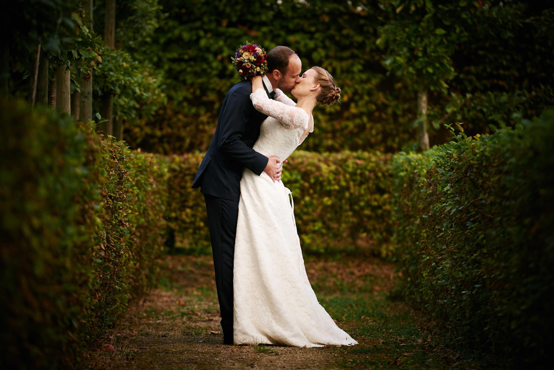 Emotionale Hochzeitsfotografie am Schloss Niederweis bei Trier