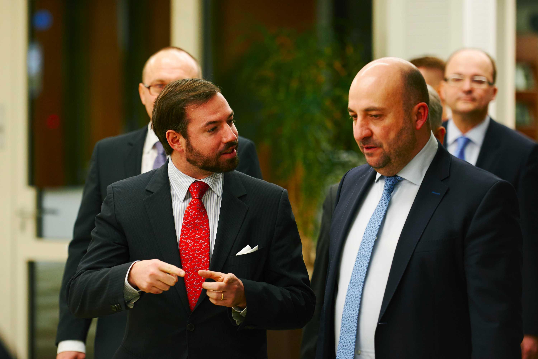 PR-Fotografie Luxemburg Kronprinz Guillaume mit Minister Etienne Schneider