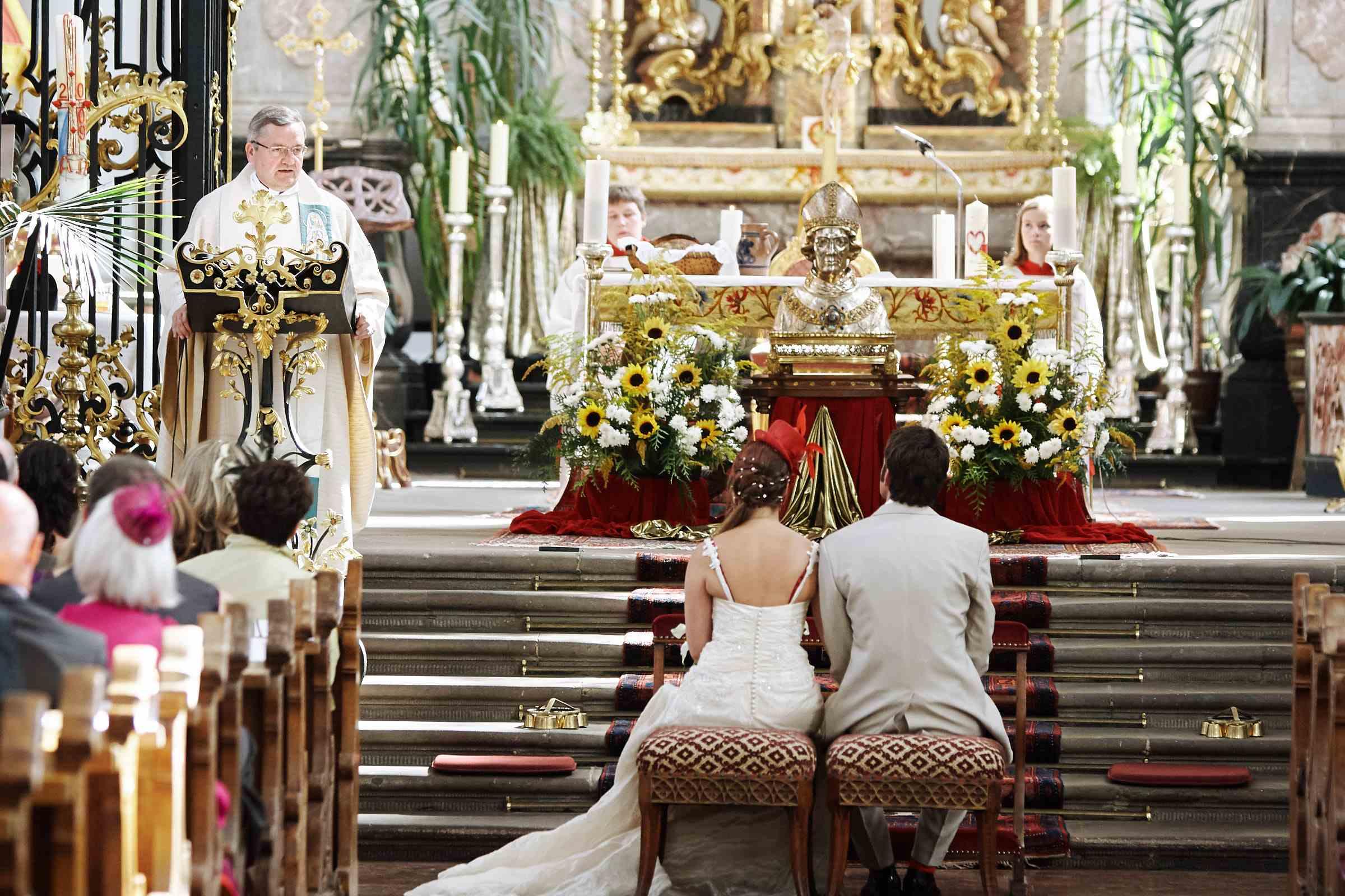 Hochzeitsfoto einer Trauzeremonie in der Kirche St. Paulin Trier