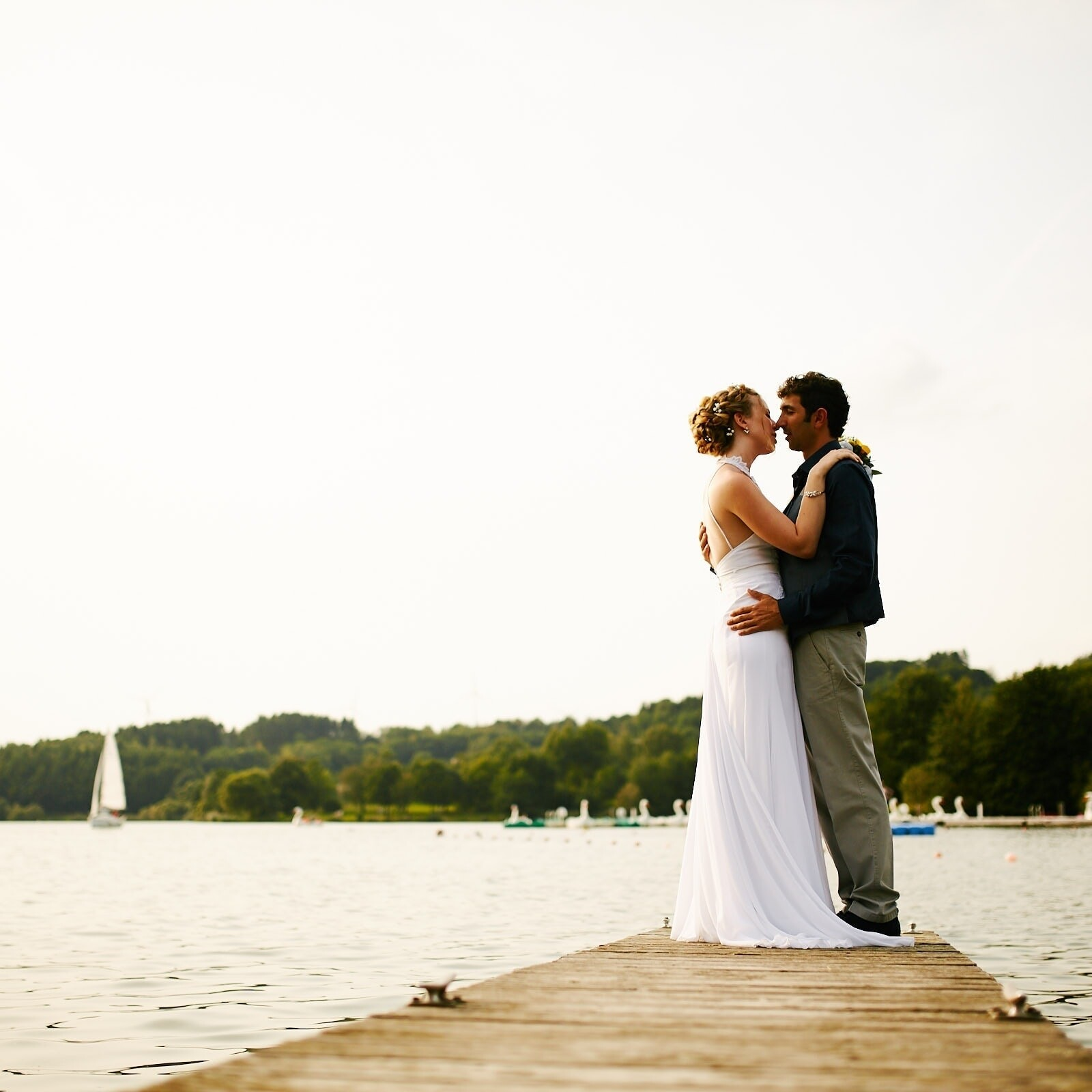 Brautpaar am Bostalsee Jüdische Hochzeit Tagesreportage im Saarland