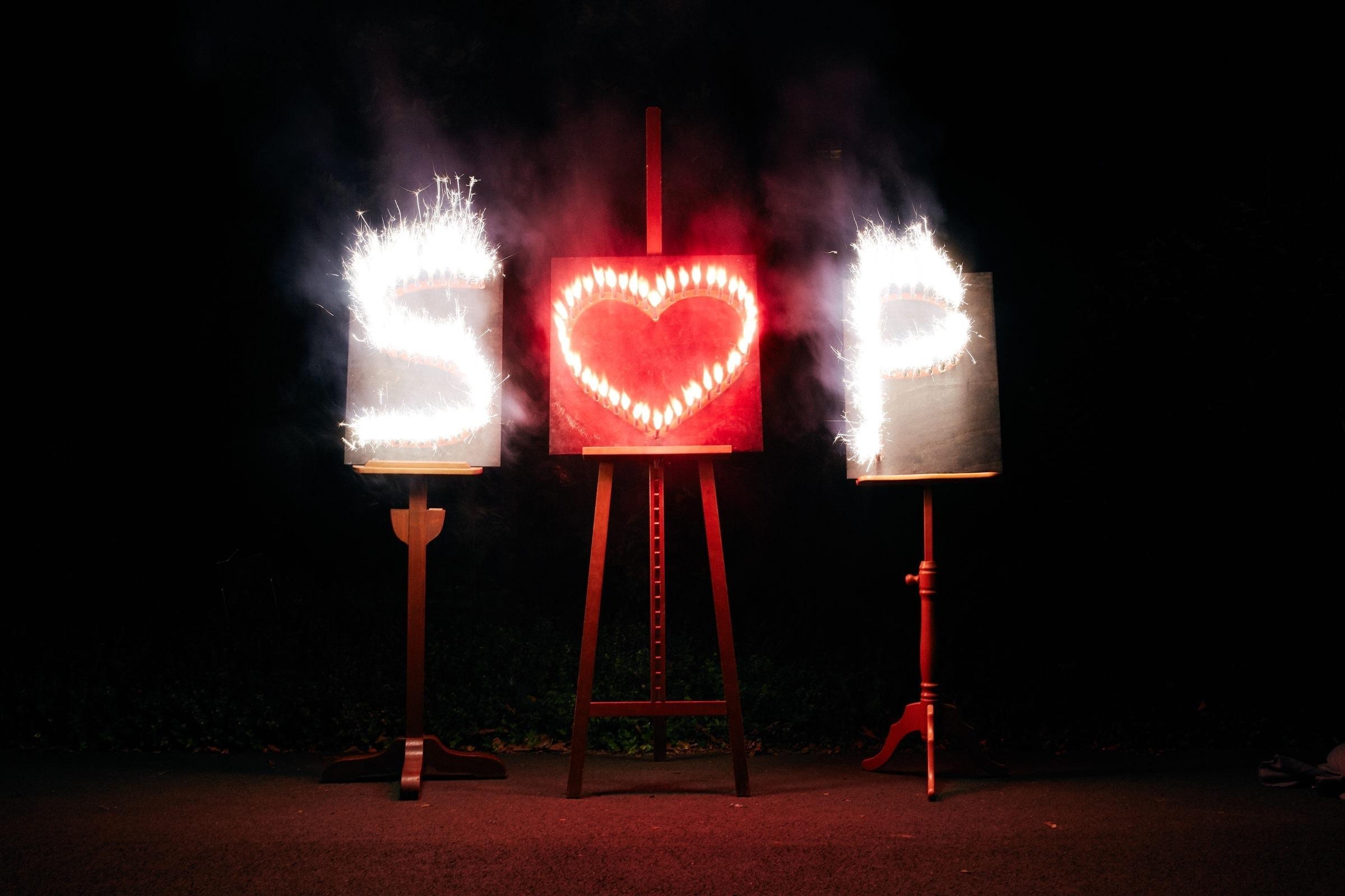 Pyrotechnik auf einer Hochzeitsfeier am Weinromantikhotel Richtershof vom Hochzeitsfotograf aus Trier