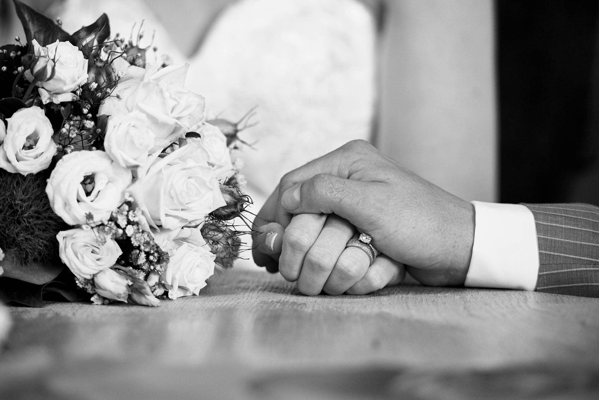 Hochzeitsfotografie einer standesamtlichen Trauung in Traben-Trarbach, historisches Brückentor