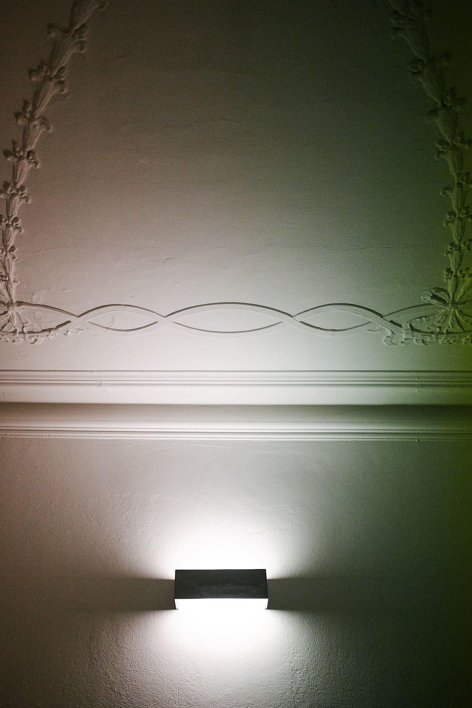 Restaurierte Stuckdecke mit moderner Beleuchtung