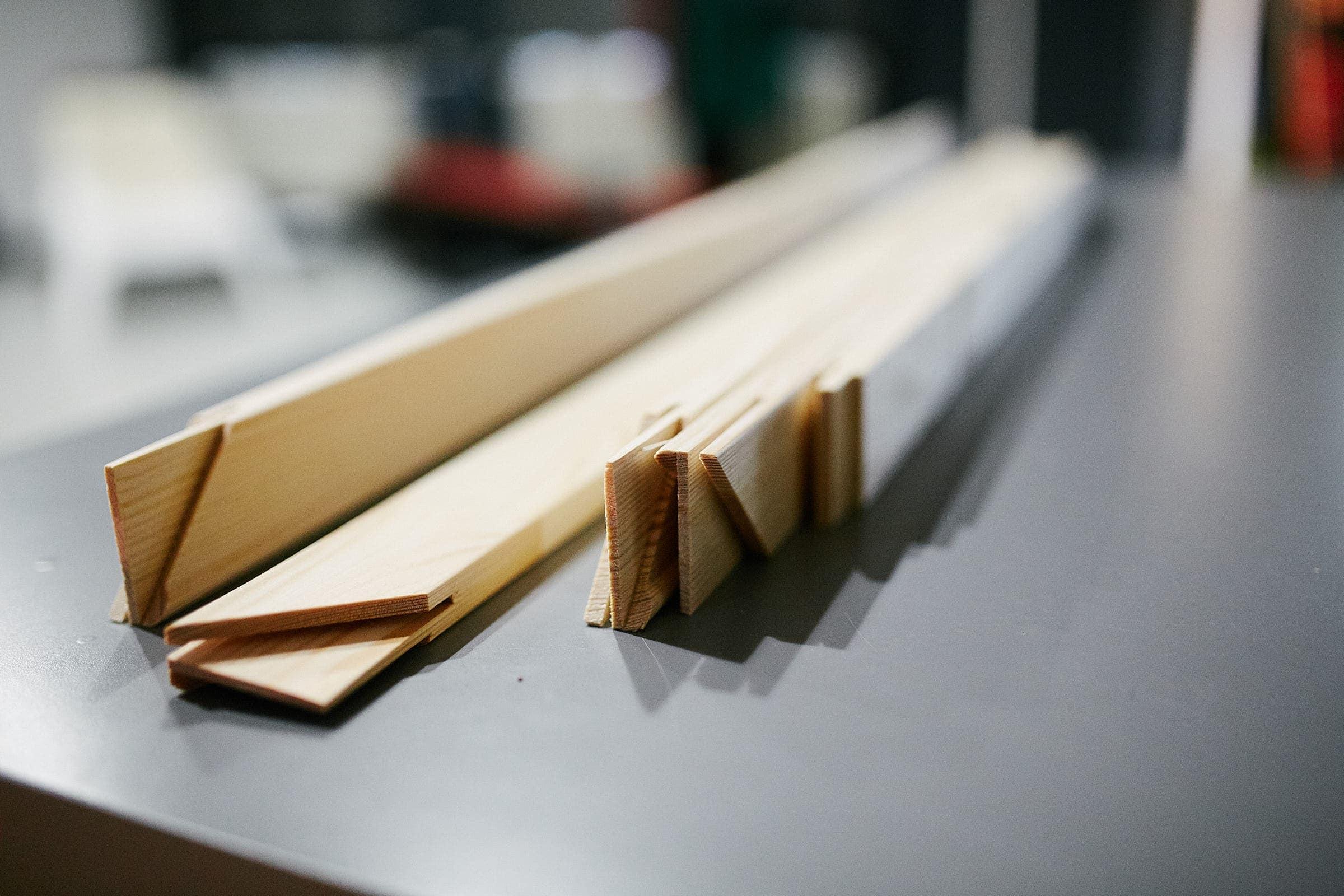 Vorbereitung eines Holzkeilrahmens bei Kliewer Fotografie