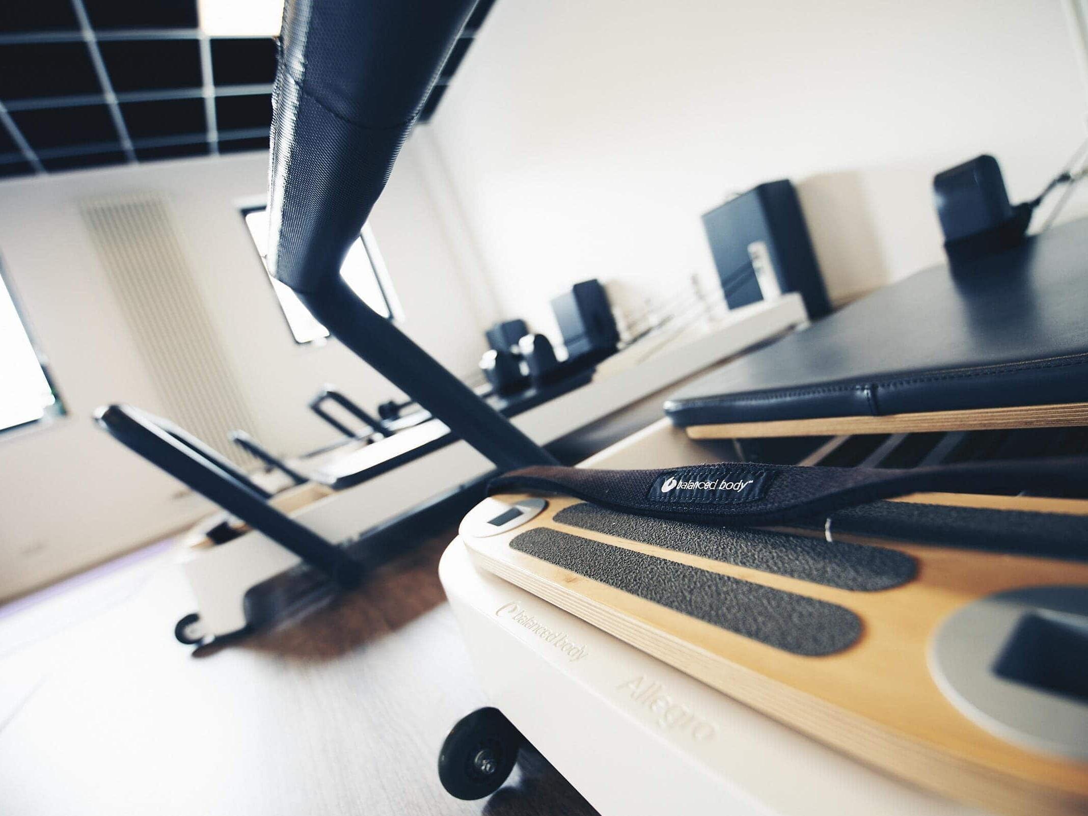 Fotografie von Pilates Trainingsgeräten