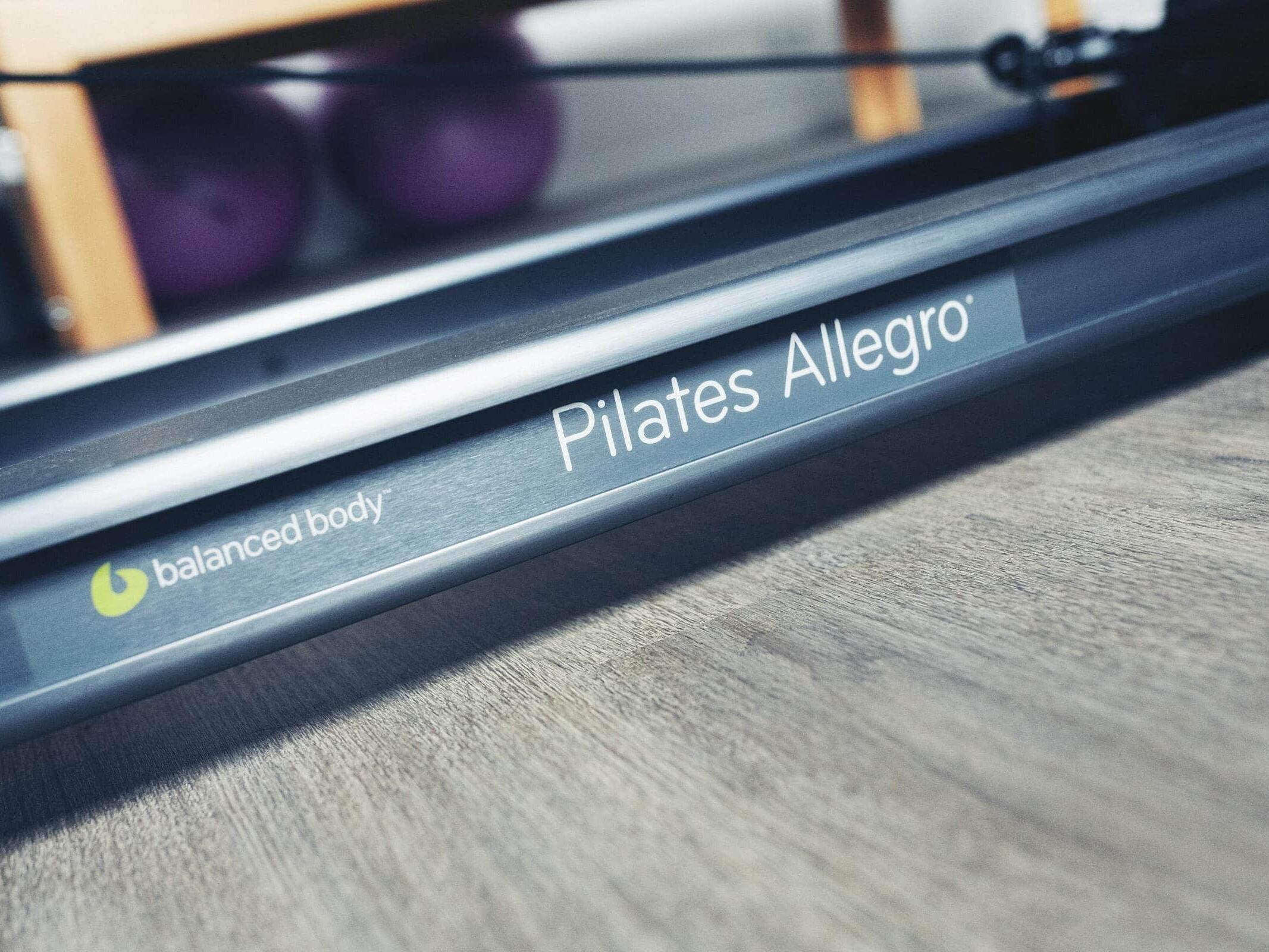 Fotografie eines Pilates Rerformer im Pilates-Studio Alineo Trier