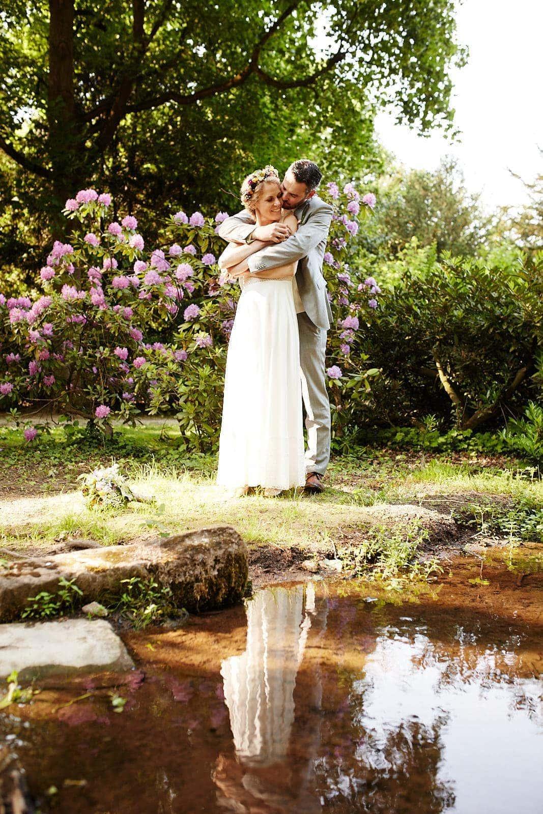 hochzeit brautpaar am wasser im trierer nells park