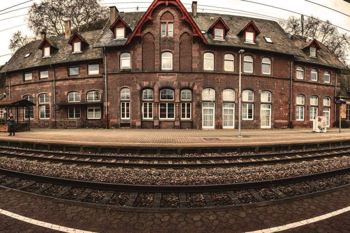 Panoramaaufnahme des Ehranger Bahnhofs