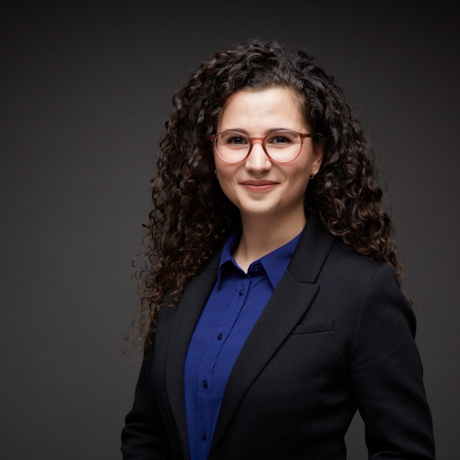 Professionelles Bewerbungsfoto einer Juristin