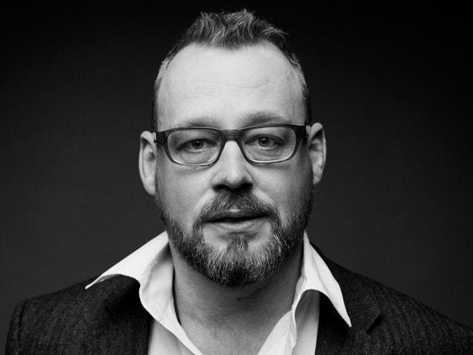 schwarz weiß portrait des trierer architekten uwe siemer