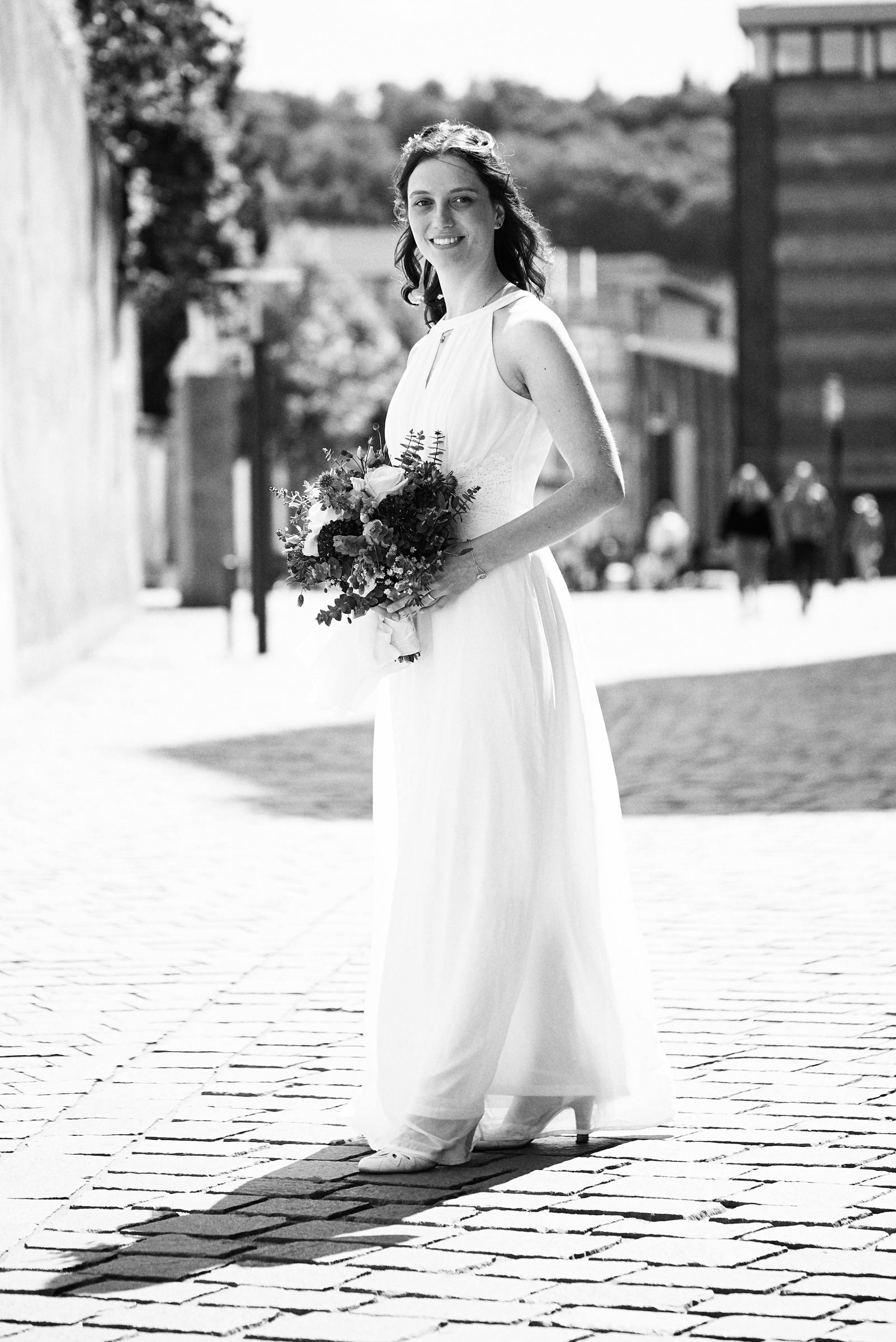 Braut am Trierer Dom in der Windstraße